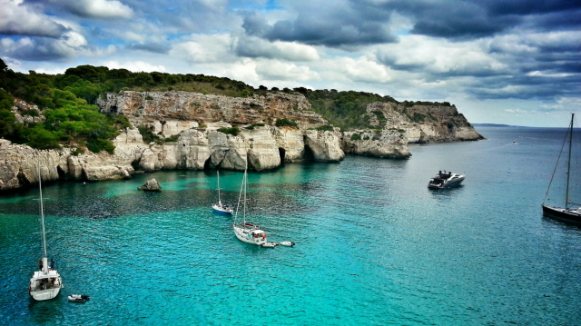 Ready Set Holiday! Stylish Travel App Menorca Island